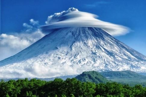 kliuchevskoi-volcano-russia