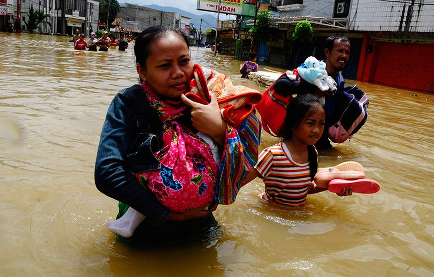 Massive evacuations as floods hit Indonesia, Malaysia and Thailand