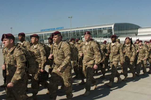 300 US Paratroopers Arrive In Ukraine After Russia Says Its Missiles Will Target NATO Member States