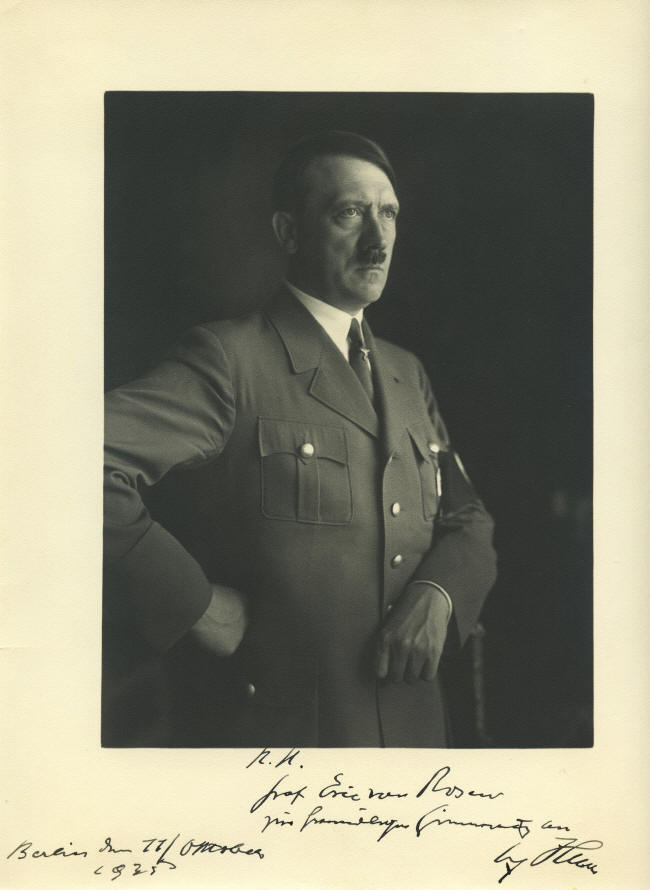 Hitler_masonic_sing_1935_Heinrich_Hoffmann_photo