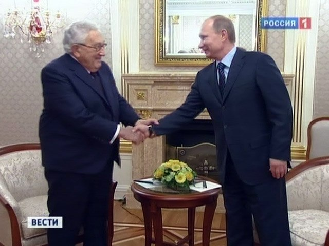 Putin-Kissinger-Masonic_Handshake