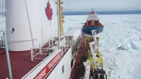 ccgs-pierre-radisson-in-sea-ice