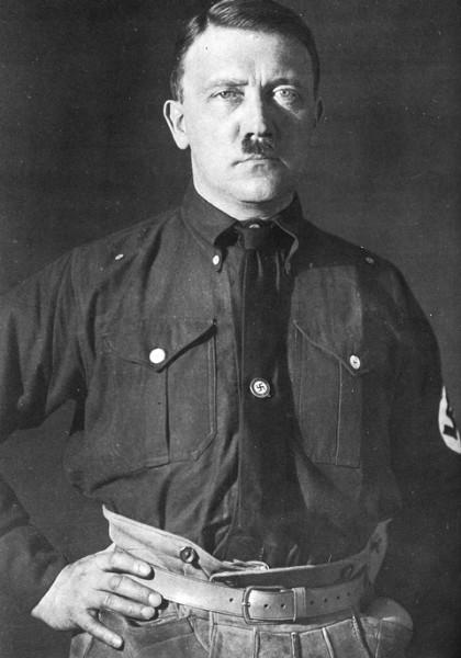 hitler-masonic-hand-sign-1925