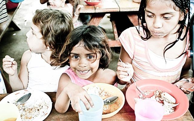 Children-Orphans-Eating