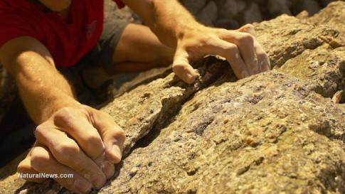 Rock-Climbing-Hands-Grip