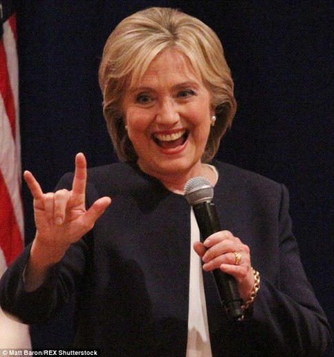 Hillary-Clinton-Satanic-Hang-Sign