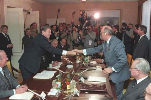 Reagan-Gorbechev-Masonic-Handshake