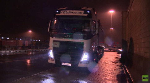 Truck drivers at Calais fear for their lives as angry refugees attack-2