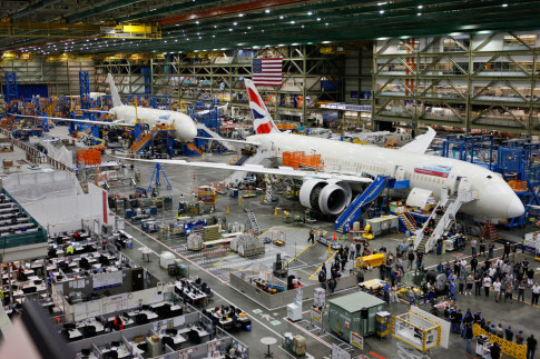 Boeing to Top Airbus as Largest Jetmaker as Deliveries Rise