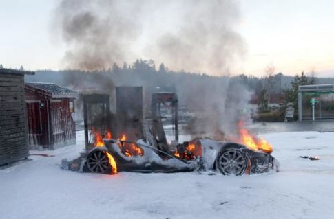 Tesla bursts into flames 3_0