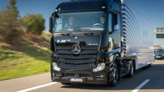 Driverless lorries to be trialled in UK