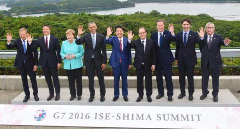 Merkel-G7-Illuminati-hand-sign