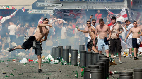 Battle of Marseille - Violent fans hurl missiles, clash with police ahead of Russia-England match