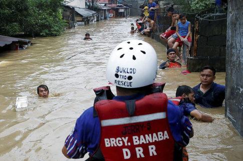Monsoon rains batter Philippines