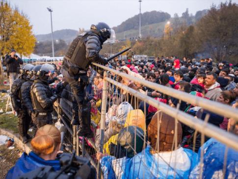 Slovenia-Austria-migrants