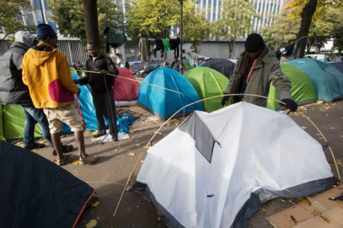 hundreds-of-migrants-pitch-tents-on-paris-streets-as-calais-camp-shuts