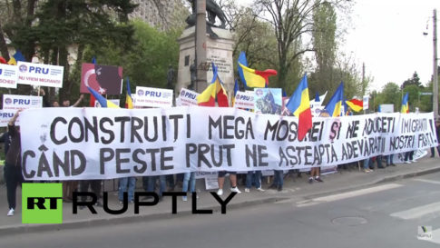 romanians-protest-against-a-proposed-turkish-mega-mosque-in-bucharest-april-10-2016