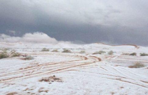 snow-covers-sand-in-saudi-regions