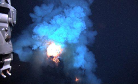 seafloor-eruption_2